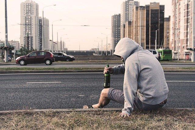 alkoholik u silnice