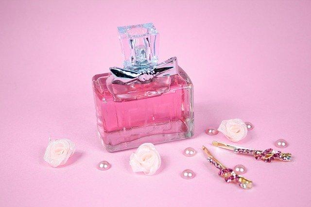růžový parfém