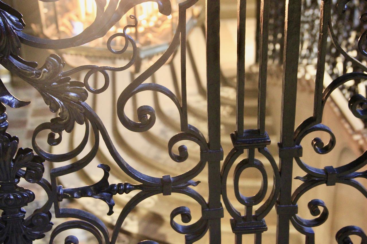 Designový a praktický prvek, který dodá i obyčejnému schodišti styl