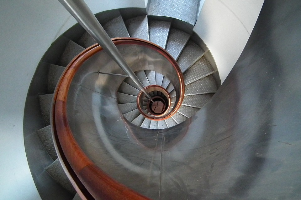 točité schody v domě